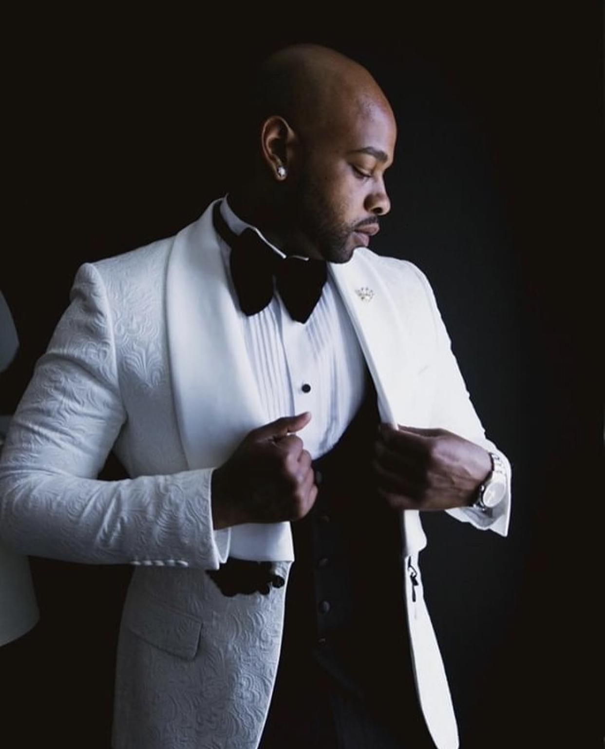Elegant Wedding Tuxedos Groom Suits 2021 Vintage Designs Tailor Made Mens Suits White Jacquard Tuxedo Jacket Only Prom Suits For Men