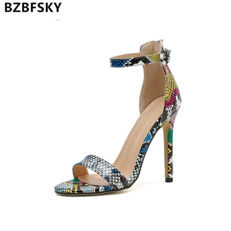 Сандалии 2021 летние дамы повседневная мода змея печать крышка пятки лодыжки пряжки ремень женщин открытые носки туфли на шпильках