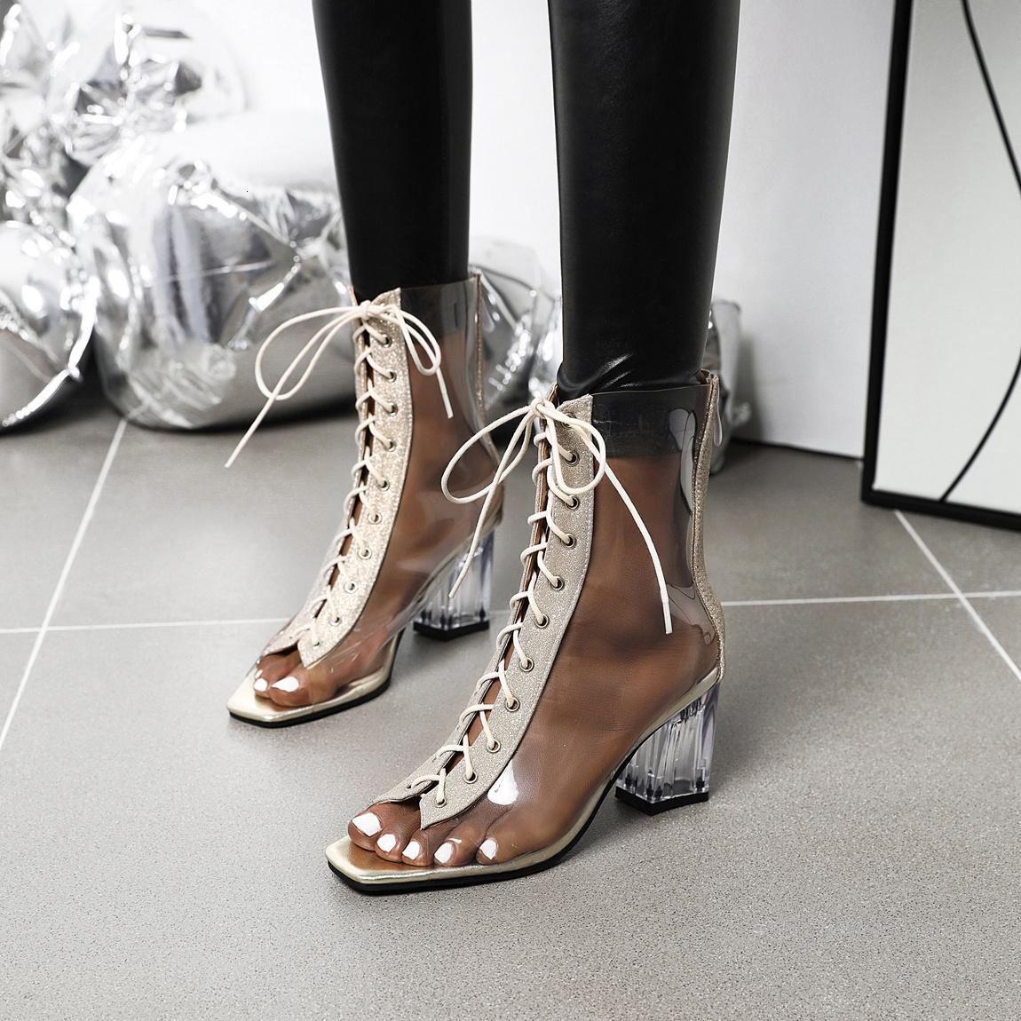 Durchlauf transparente Kristall-Quadrat-Fersen atmungsaktive PVC-Sandalen werden T-Strap-Stiefel in der Frauenclub-Mode 58wd sehen