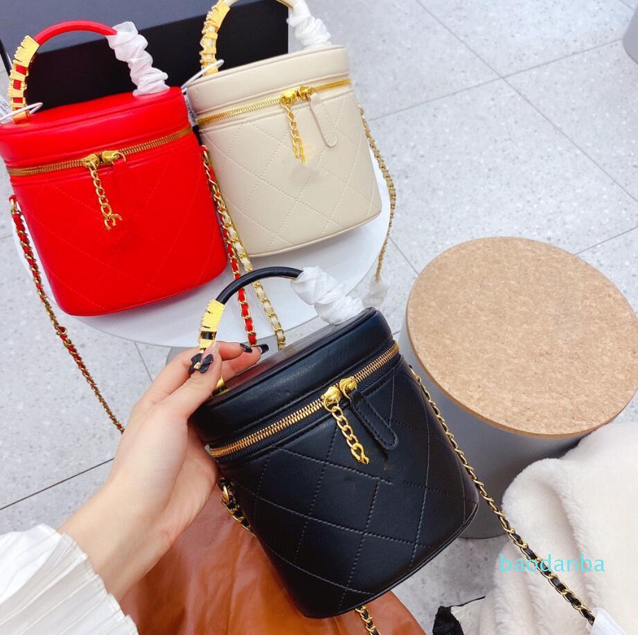 حقيبة مستحضرات التجميل الأسطوانية مع إلقاء الأحرف المعدنية القابلة للإزالة حمل أكياس فاخرة أسود أحمر بيج أزياء المرأة حقيبة يد