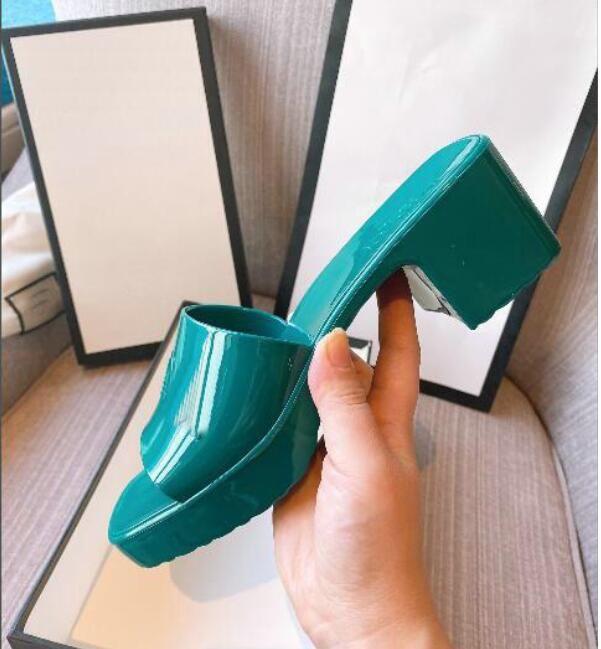 النساء الصنادل النعال الحلوى اللون طباعة الشريحة أزياء الصيف واسعة سيدة الصنادل شبشب جيلي النساء أحذية كعب ارتفاع 5.5 سنتيمتر لوحة 2.5 سنتيمتر