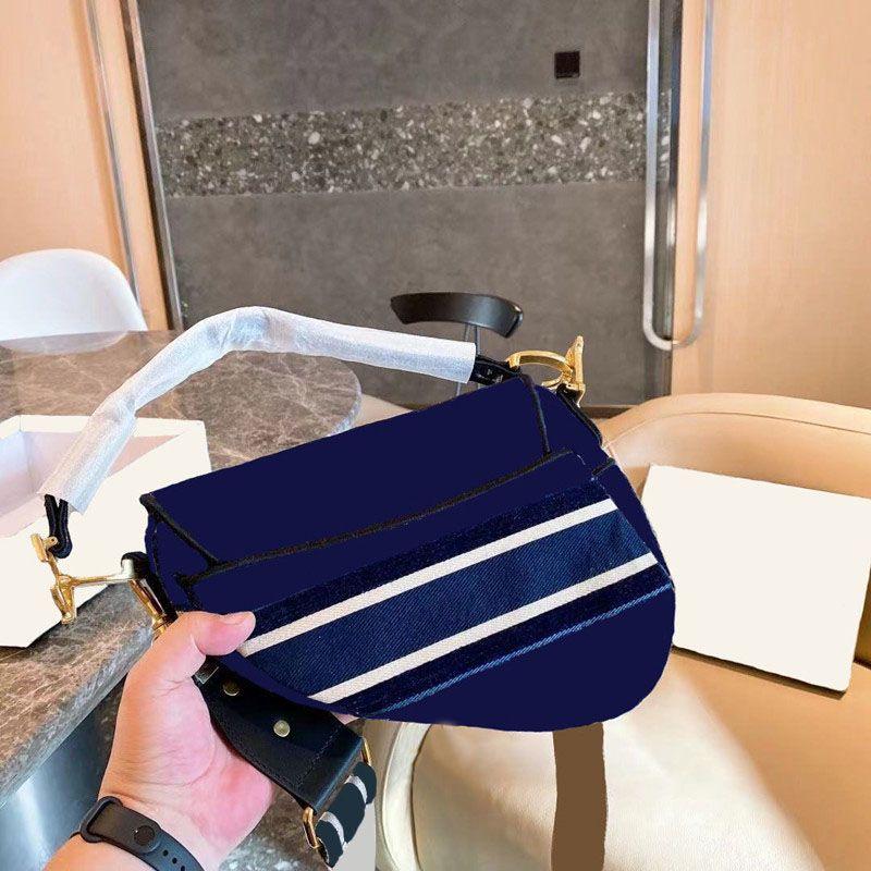 2021 Moda Senhoras Luxo Um ombro Messenger Bag Impresso Bordado Cadeia Destacável Metal Pingente Bolsa de Alta Qualidade Estilo Clássico