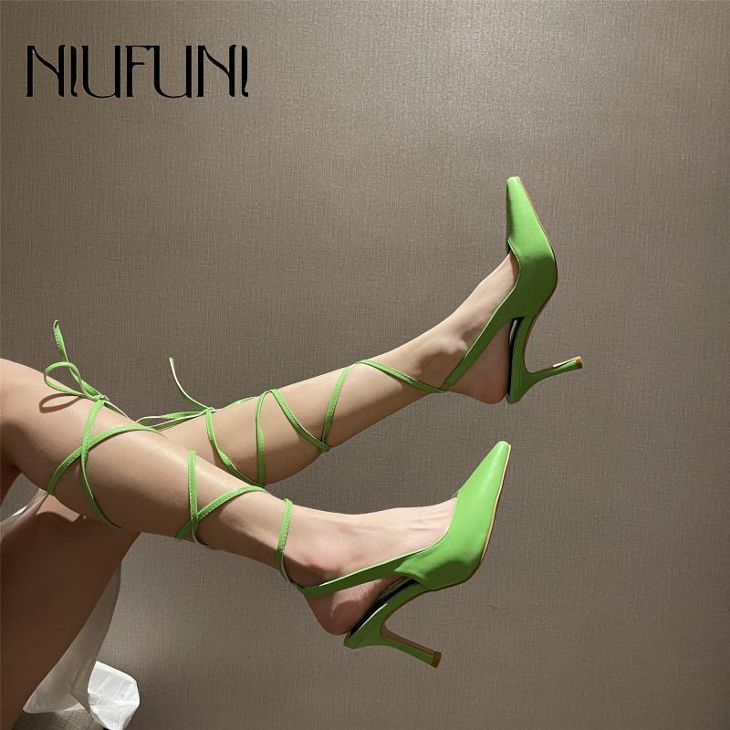 Сандалии 2021 сплошной цвет сатин из сатинской кожи неглубокий рот маленький заостренный носок женские туфли ленты ремни штриховые пятки
