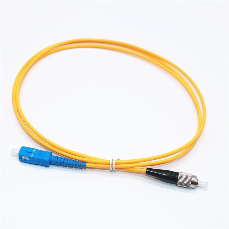 Factory Direct Vente Telecom Grade Qualité 1M Fibre optique Cordon de raccordement SC / UPC à FC / UPC Simplex OS1 Simple Mode PVC (OFNR) 3.0mm