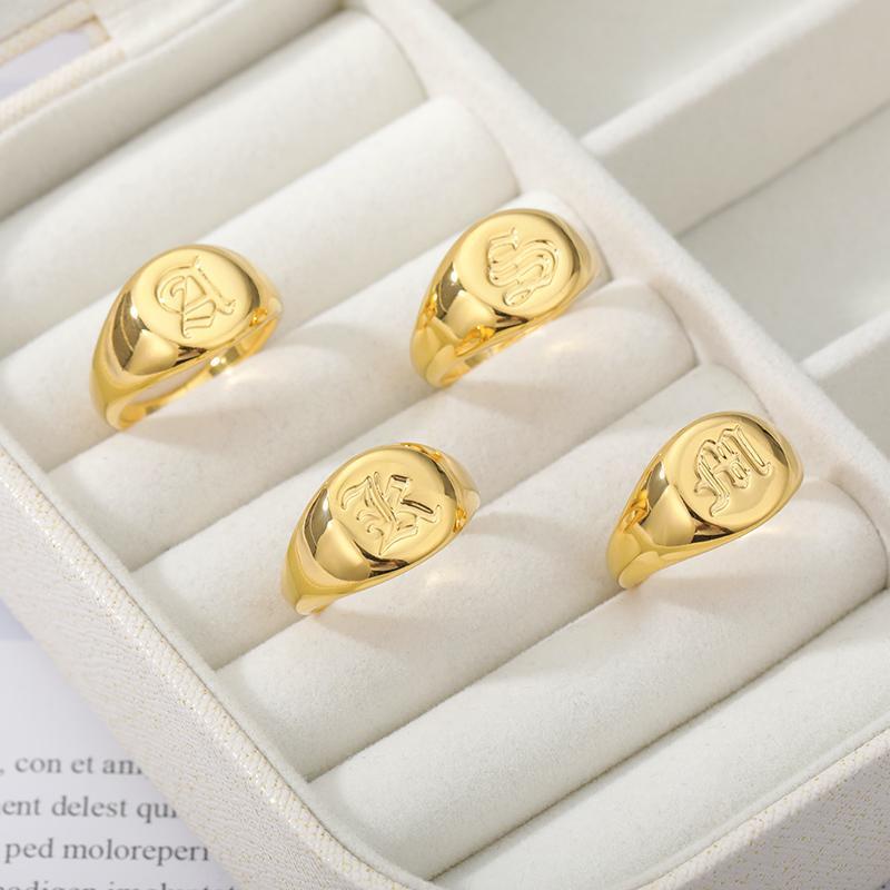 LCStainless Steel Initials Signet Ring A-Z Alte englische Buchstaben Namensschild Ringe Gold Punk Lady Schmuck Geschenk für Männer
