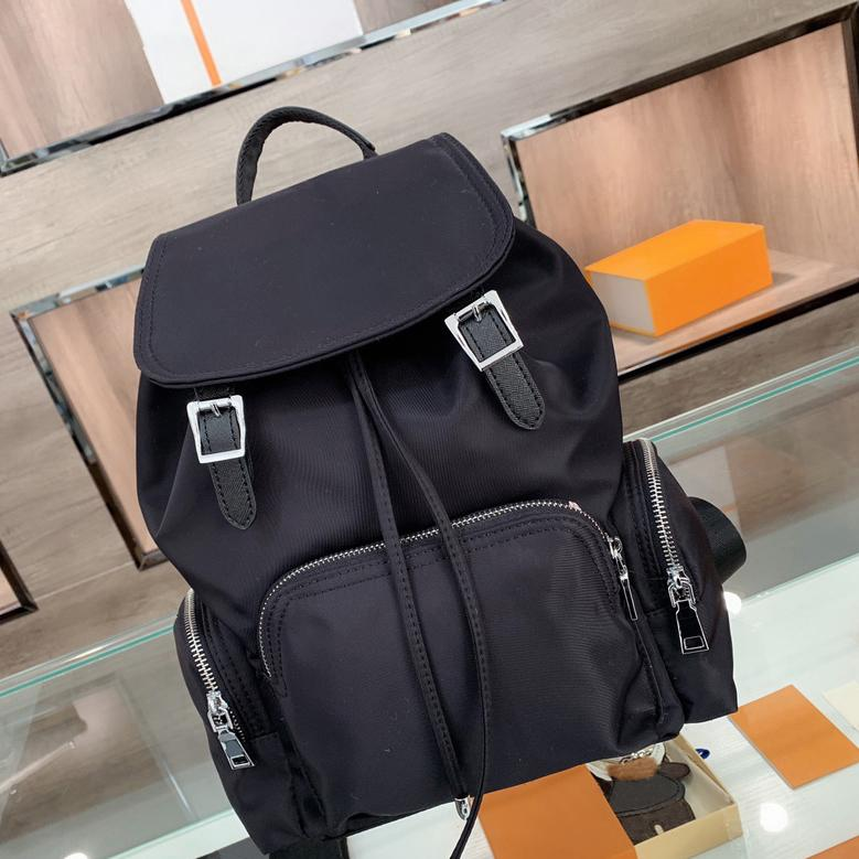 Homens Mochila Mulher Luxurys Designers Mochilas Unisex Versátil Sacos de Escola Saco de Viagem 2021 cor preta 210110V