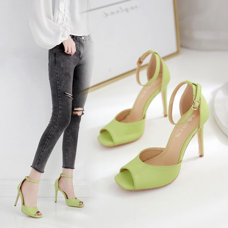 Sandales Bande élastique Chaussures de printemps All-match Chaussures d'été 2021 Femmes Open Toe costume Femme Beige Slip-On Girls Fashion Nouveau Peep