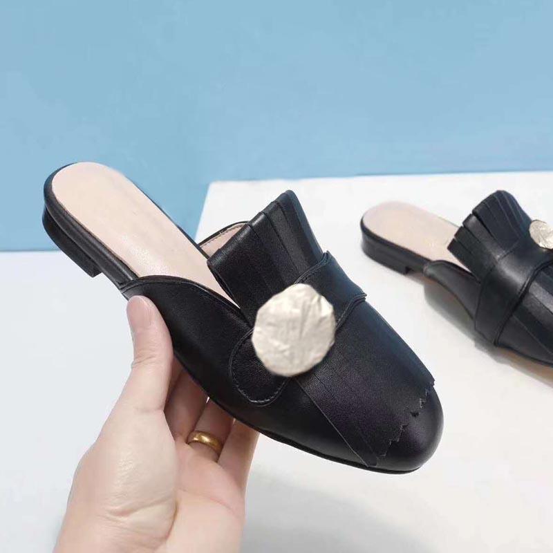 2021 Nouveau Design Filles Filles Pantoufles Femmes Casual Casual Cuir Pantoufle Chaussures Sous-chaussures en daim extérieurs Appartements doux rouge noir Gold Grand taille 41 40 # G52