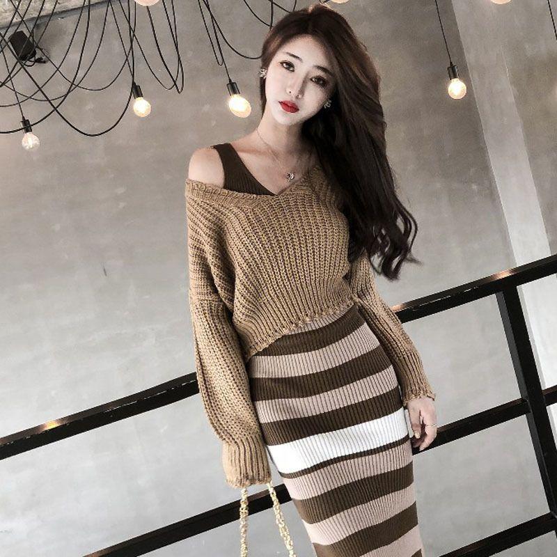 Женщины короткие V-образные вырезы, пуловер осенью Новый корейский модный вязаный свитер женский стройный хаки короткий свитер двухсектура Gd086 210218