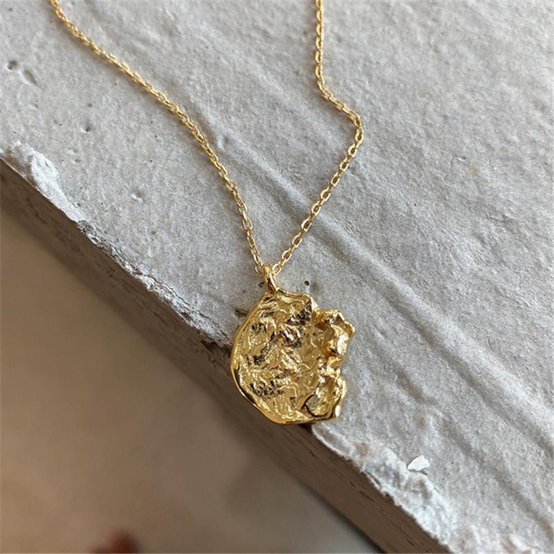 Ruiyi Real 925 Sterling Silver Women Fashion Incomplete Coin Colgante Collar Femenino Chic Chic 18k Oro Collar de lava con forma especial Q0127