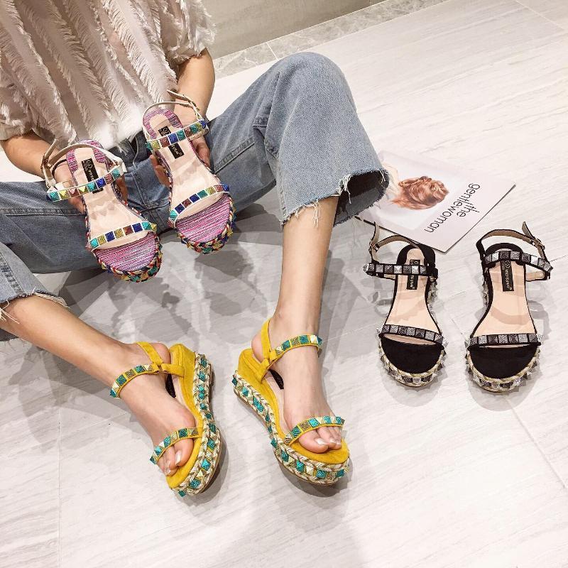 Chaussures de confort en sandales féminines pour femmes talons hauts filles plate-forme beige 2021 clouté de la mode bohème à talons hauts