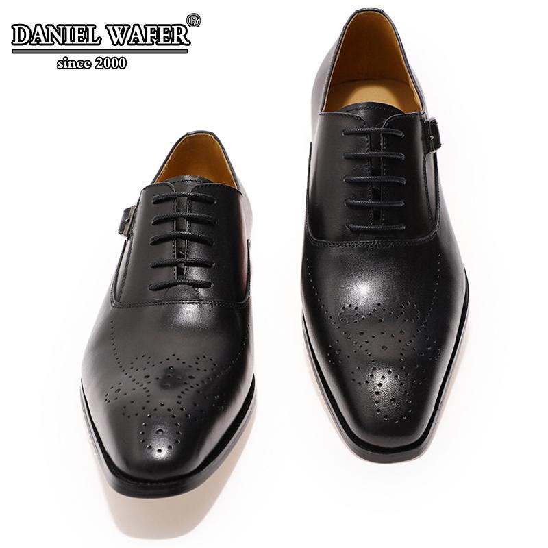 Итальянская обувь мужская кожаная пряжка ремешка бизнес офис черные туфли зашнуровать броки формальные острые носки Oxfords обуви мода платье 210312