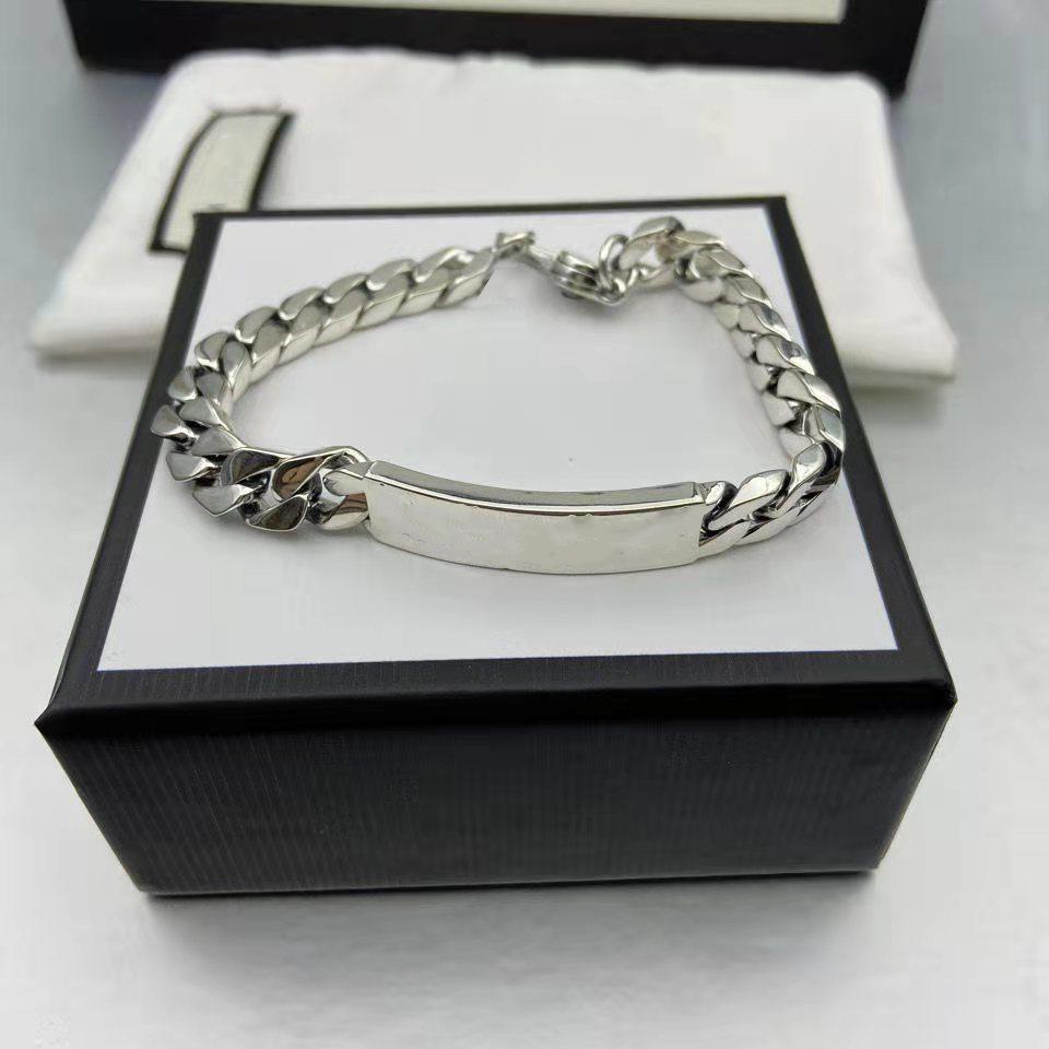 Erkek Kadın Moda Charm Bilezikler Harflerle Desen Unisex Stil Gümüş Renkler Bağlantı Bilezik Tokalar Jewellers