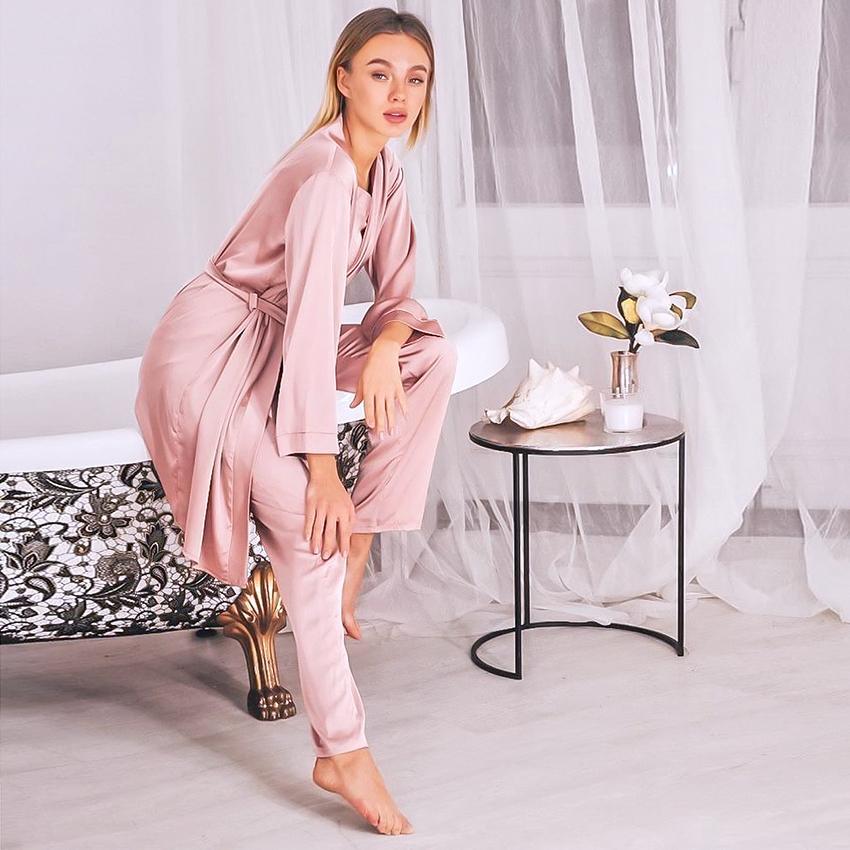 HILOC розовый атласный халат наборы зима 3 кусок набор Silk Sleekwur Women Pajamas с брюками Sashes с длинным рукавом костюм наборы дома 210305