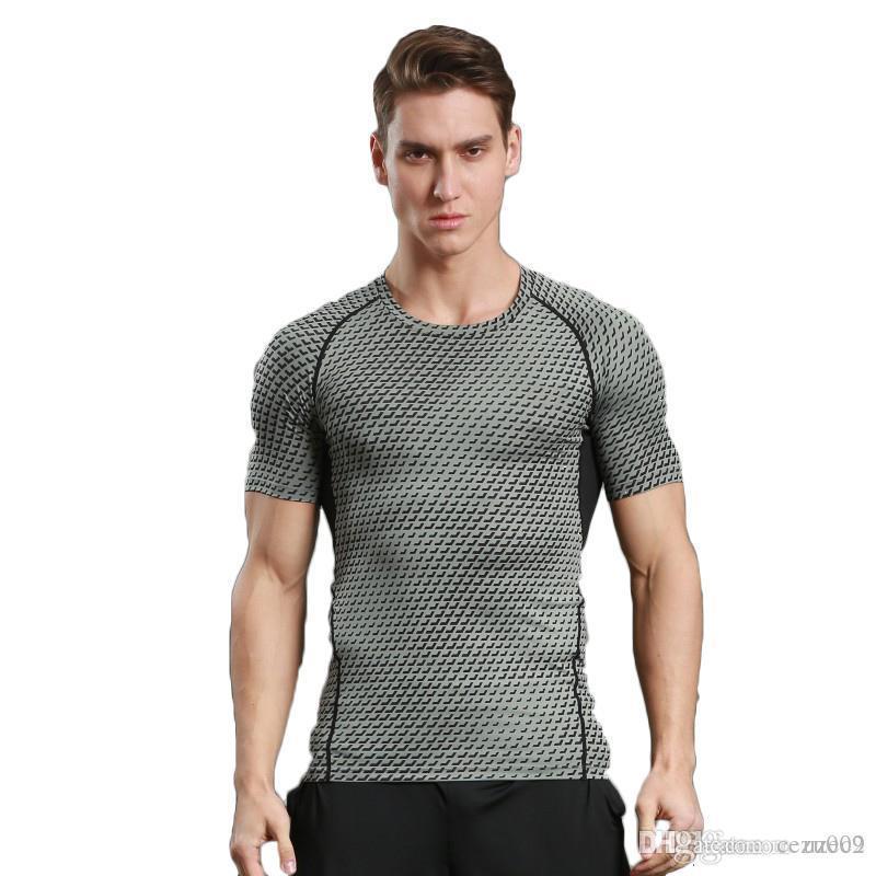 Homens de esportes ao ar livre de mangas curtas esportes de secagem rápida. T-shirt de terno apertado. Tem uma forte elasticidade, você gosta