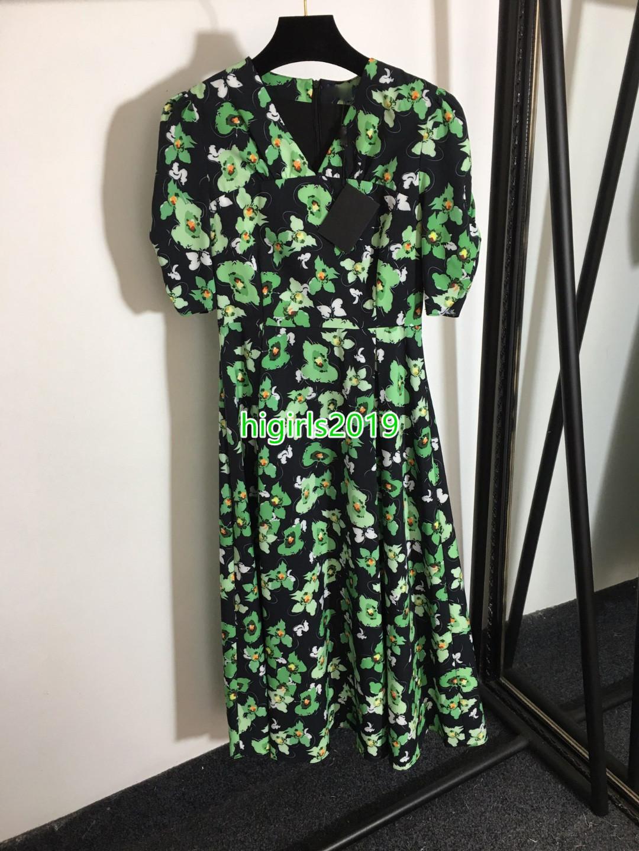 Giros de gama alta niñas impresión de temperamento con cuello en V cintura de cintura de manga corta de manga corta vestido de vestido largo Vestido verde Flowe Impresiones Vestidos de pista Nuevo