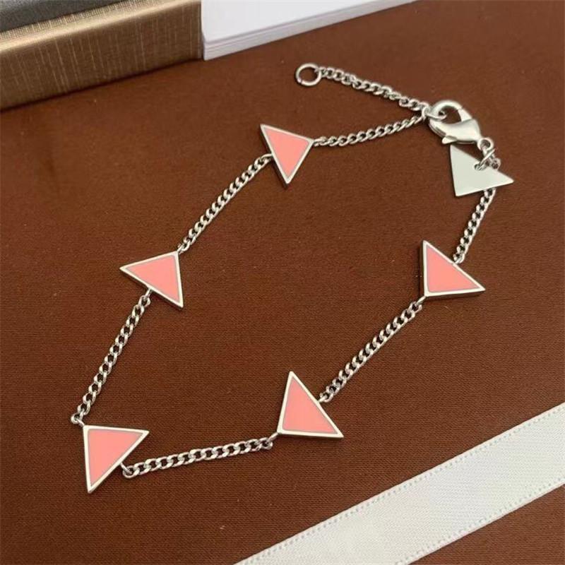 Newset Designer Braccialetti di fascino Triangolo Lettera Braccialetto catena con francobolli Bracciale donna hip hop per regalo