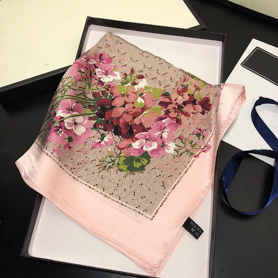 2021 Venditore caldo Sciarpe quadrate per le donne, classica sciarpa di moda multi-funzionale di marca classica, sciarpa, 50 * 50 cm senza scatola G2