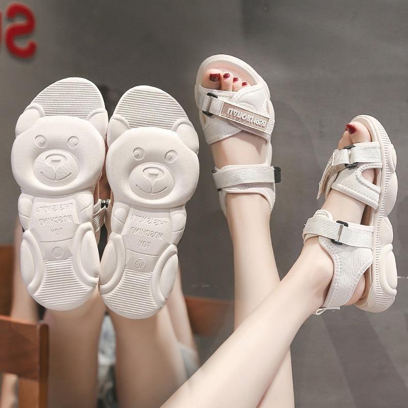 الصنادل النسائية 2021 الصيف النسخة الكورية من الأحذية الرياضية المسطحة البرية صافي الأحمر الدب أسفل شاطئ المرأة