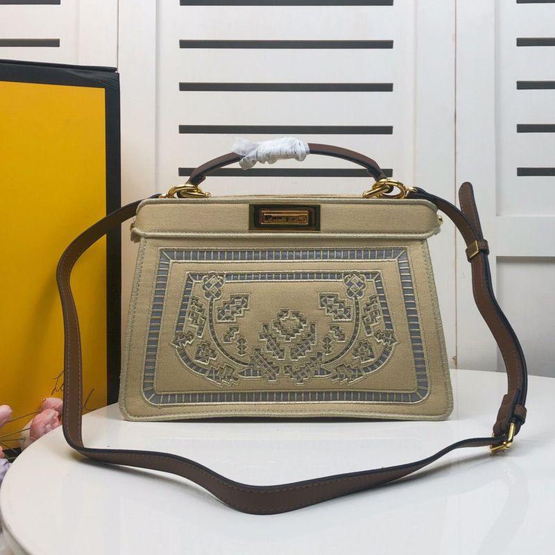 حقائب اليد المتوسطة حقيبة الكتف حزمة سعة كبيرة الأزياء عالية الجودة الجوف خارج التطريز جلد طبيعي مربع تويست قفل