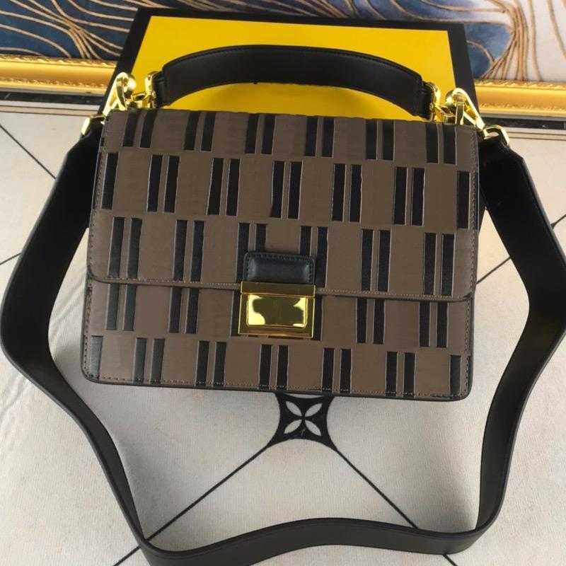 Femmes Messenger Sacs Sacs à bandoulière Chine Sacs à bandoulière Cross Corps Mode Véritable Cuir Lettre Hardware Hardware Haute Haute Qualité Haute Qualité Surface lisse