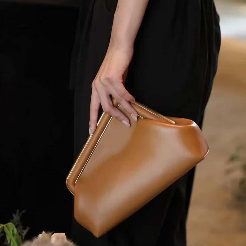 مصمم حقائب الفاخرة 2021 أحدث مخلب حقيبة المعادن هندس جلد طبيعي جديد أزياء المرأة حقيبة يد السيدات كتف واحد أكياس السهرة