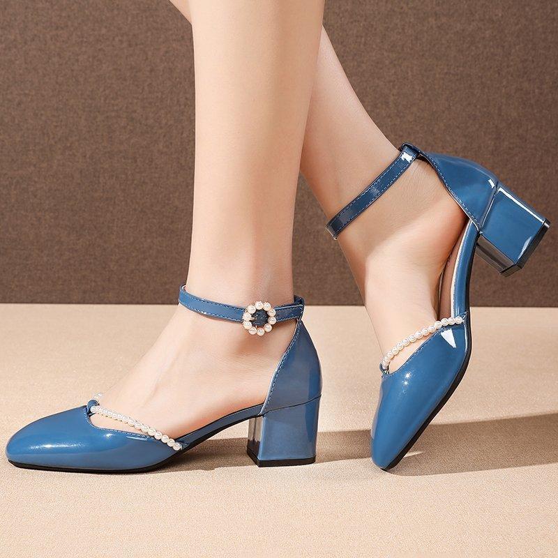 2021 İlkbahar Yaz Kadın Patent Deri Elbise Ayakkabı Inciler Kare Ayak Yüksek Topuklu Ayak Bileği Kayışı Sandalet Dize Boncuk Pompaları 8998N