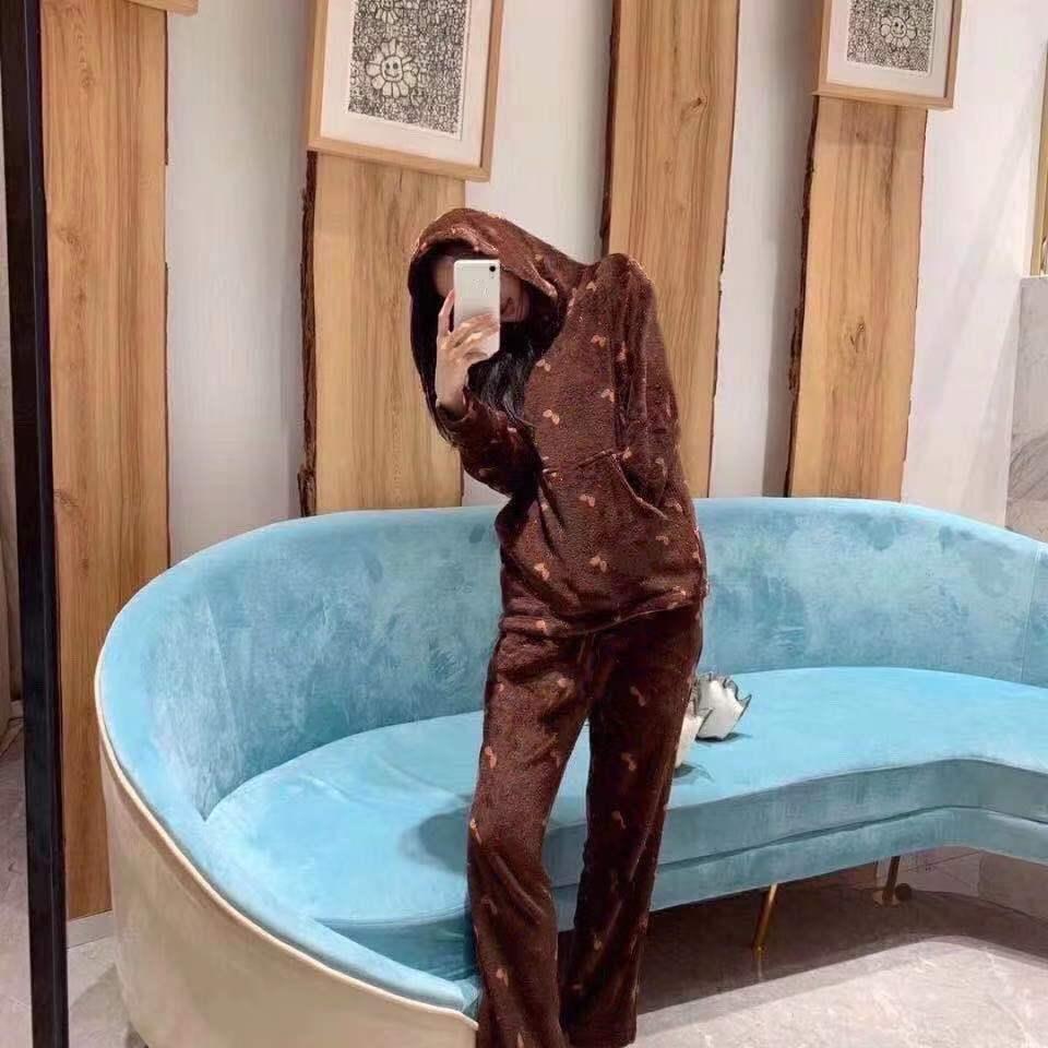 2021 New Style auf Regalen, Mode und komfortablen Korallen Samt Home Wear Sportswear Neue Mode Lose Herren- und Damenbekleidung, Hosen + Top,