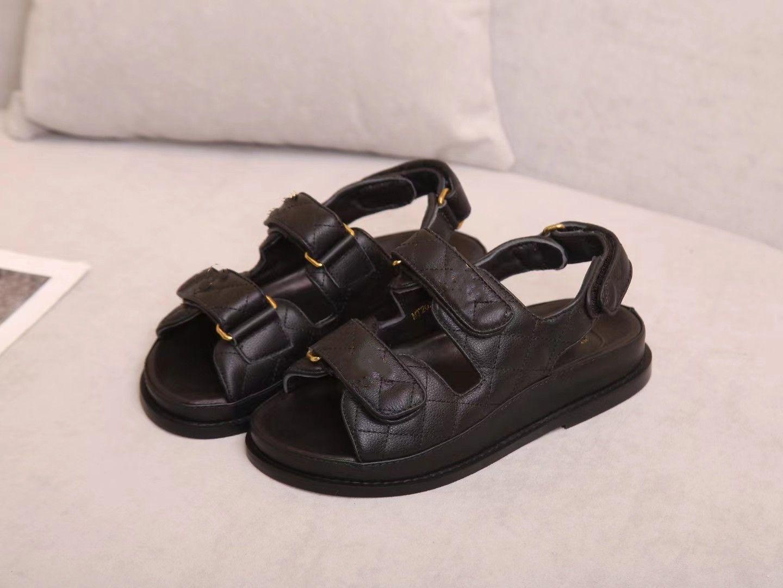 2021 الصنادل النساء شبشب الرجال الشرائح الجلود صندل المرأة هوك حلقة عارضة الأحذية 35-41 مع الصندوق الأسود والغبار حقيبة