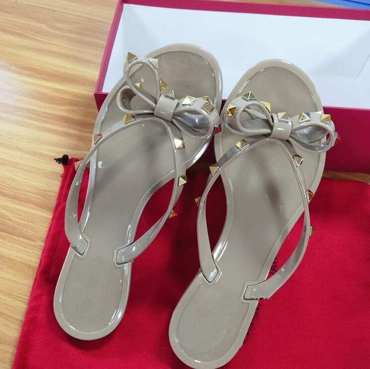 2021 Wommen Ayakkabı Tasarımcı Sandalet Kadın Terlik Moda Terlik Perçin Platformu Slayt Lady Çivili Sandalet Kutusu Ile