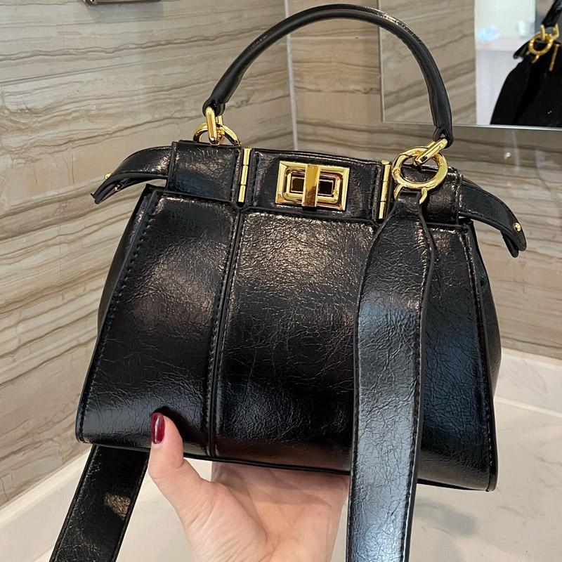 حمل حقائب الصليب أكياس الجسم حقيبة يد أزياء جلد طبيعي أسود turnlock سستة جيب اكسسوارات معدنية للإزالة حزام الكتف القابل للإزالة