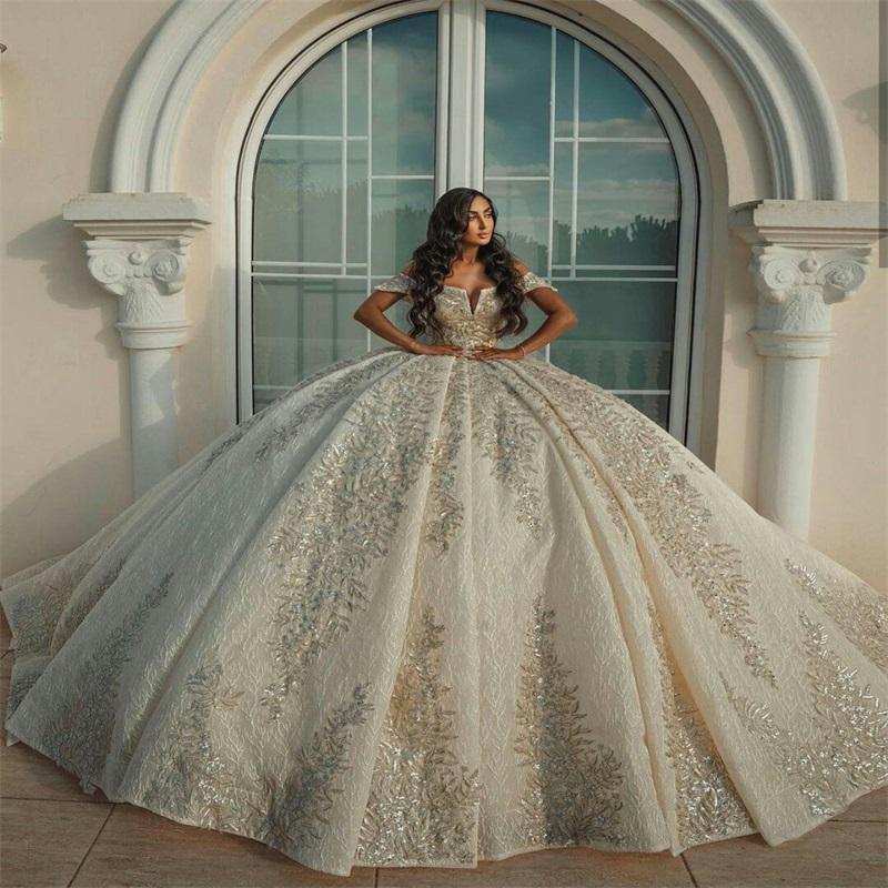 Роскошные Дубай Аравия Бальное платье Свадебные платья с плечами Бусины Кружевные аппликации Плюс Размер Пользовательские свадебные платья Backless Robe De Mariee