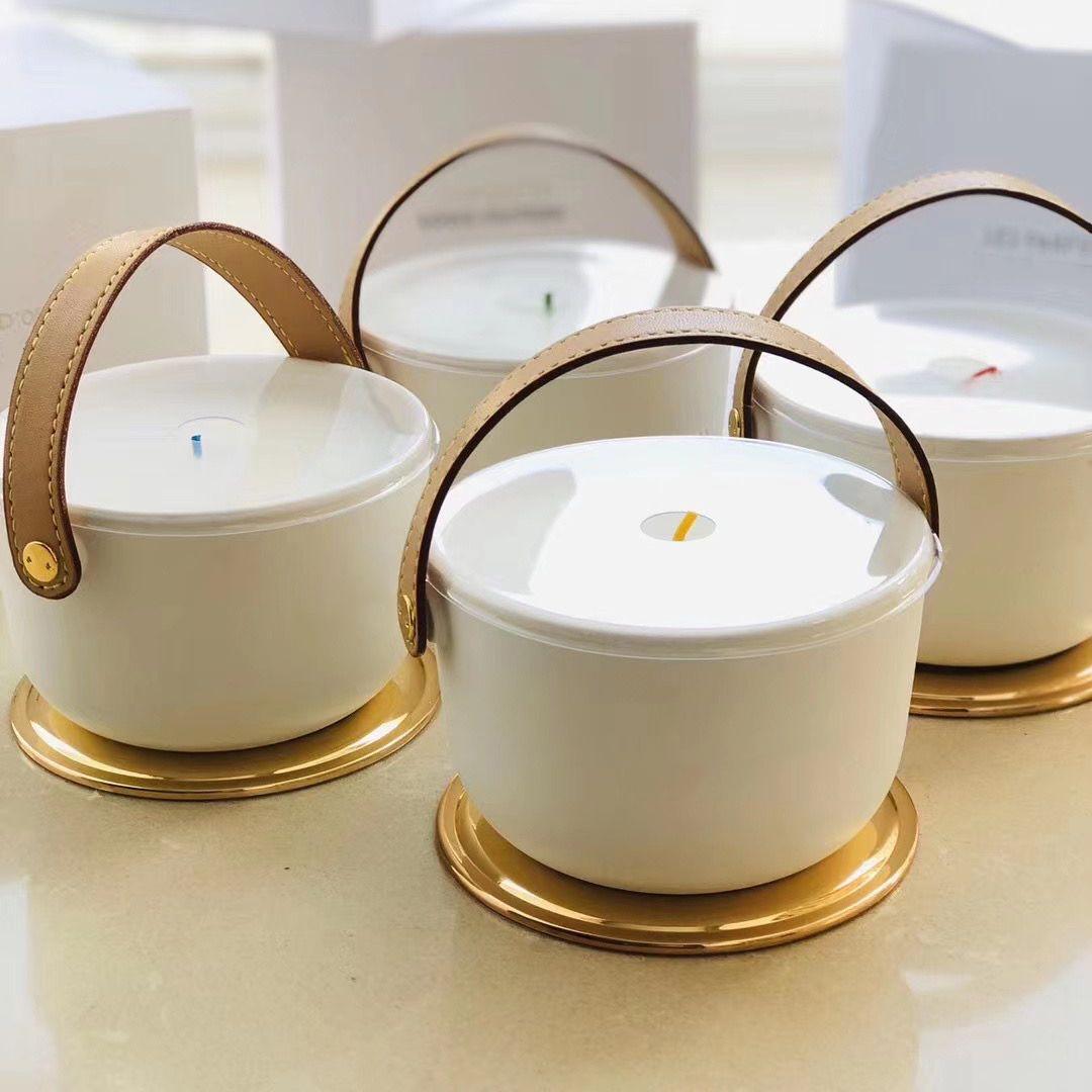 Aromaterapia IV PERFUME Vela Fragancia 220 g Dehors II Neige Feuilles d'Or Lle Blanche L'Air du Jardin con caja de regalo sellada