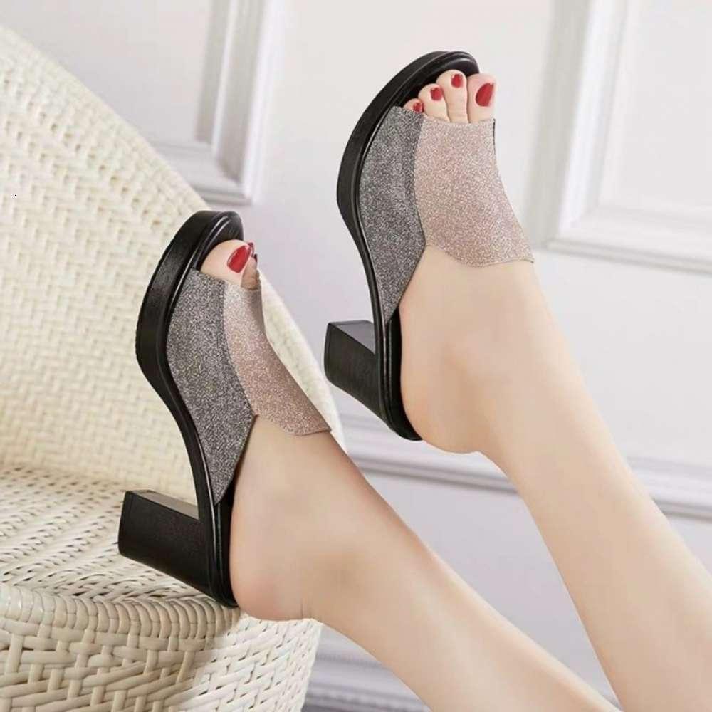 Büyük boy yaz 2020 yeni moda çok yönlü anti kayma eğim topuk çevirme flop kadın kalın alt sandalet