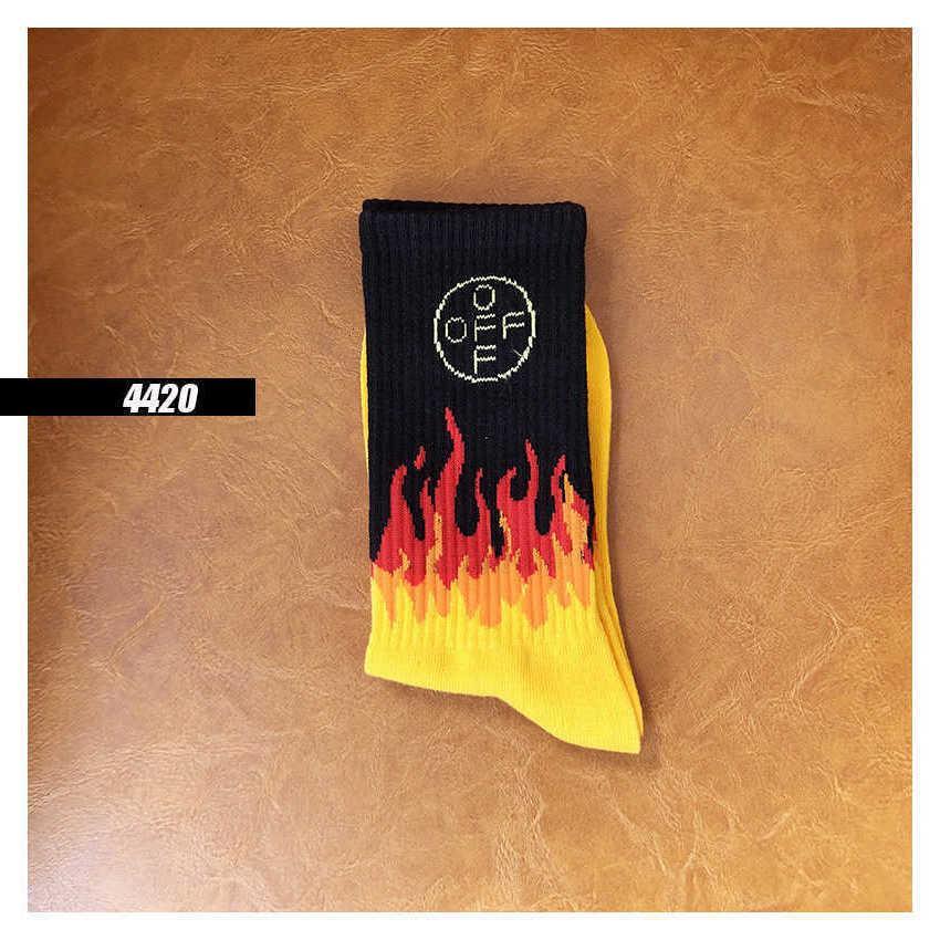 SS2LOFF-Buchstabe Black Yellstyle Flame Street Baumwolle Sports Socken Männer und Frauen Socken