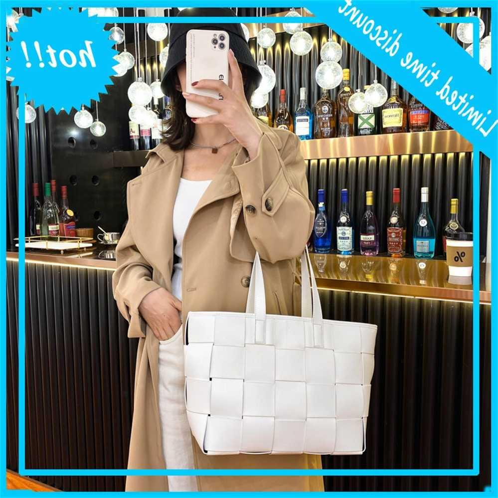 Мода 2020 Totnet Красная женская рука сплетена Новое Большое плечо Большая емкость Портативная сумка