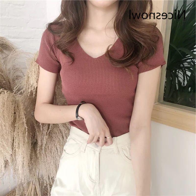 Короткие футболки с коротким рукавом Женщины V-образным вырезом 2021 Летний стройный твердый плюс размер Корейский стиль Ретро Сексуальная повседневная Tide Tee Teps Womens Daily
