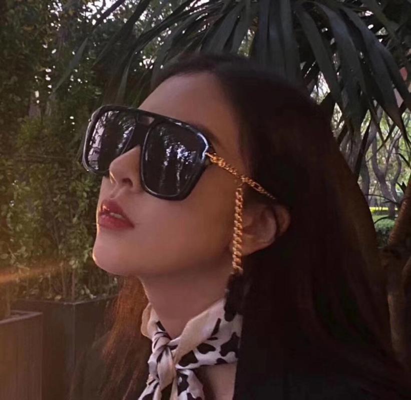 2021 Yeni Kare Büyük Çerçeve Güneş Gözlüğü kadın Püskül Kolye Gözlük Moda Retro Güneşlik UV400 Vintage Bayanlar Gözlük