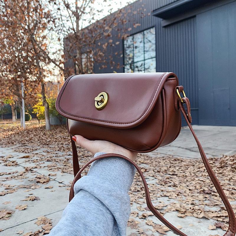 Седло женский Crossbody Новая универсальная полурудная однократная сумка осенью осенью и зимой 2021 года
