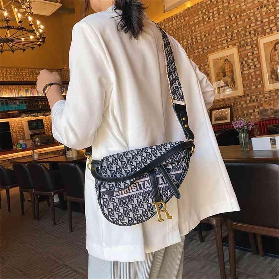 Beibei Shangpin 2020 Yeni Moda Trend Kore D Aile Mektubu Eyer Bir Omuz Çarşı Kadın Çantası
