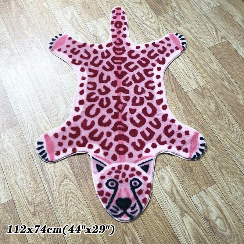 Imitazione rosa Leopard Stampato Stampato Shaggy Faux Area Pelliccia Tappeto Animale Natural Shape Area Tappeti Carino Home Decor Arredamento antiscivolo Tappetino 112x74cm