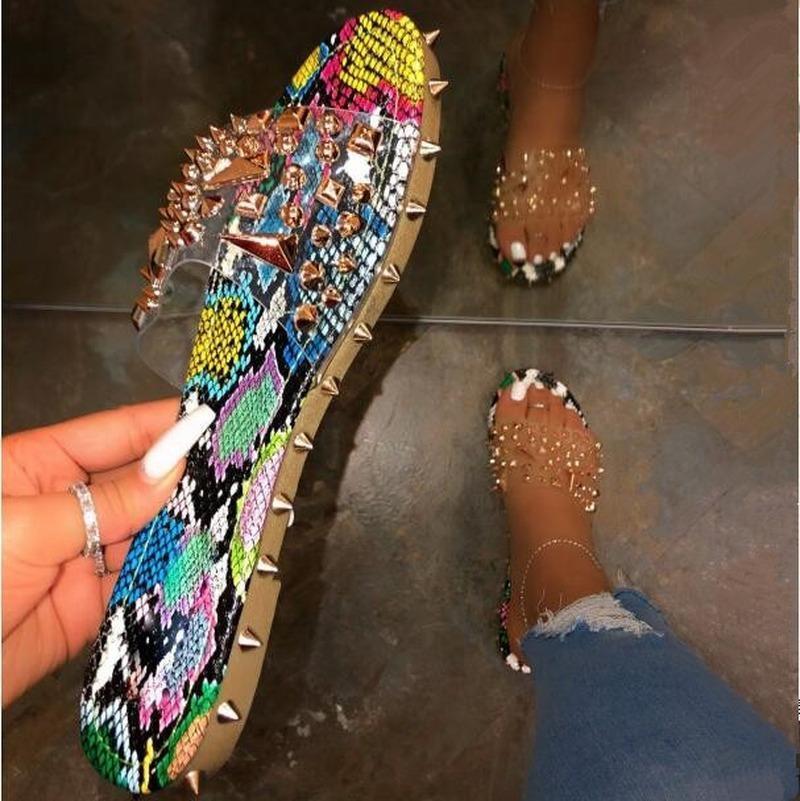 Remache de verano Rhinestone Flip Floop Slippers Shoes Mujeres al aire libre Playa Sandalias Planas Casual Serpiente Patrón Abrir Toe Slippers