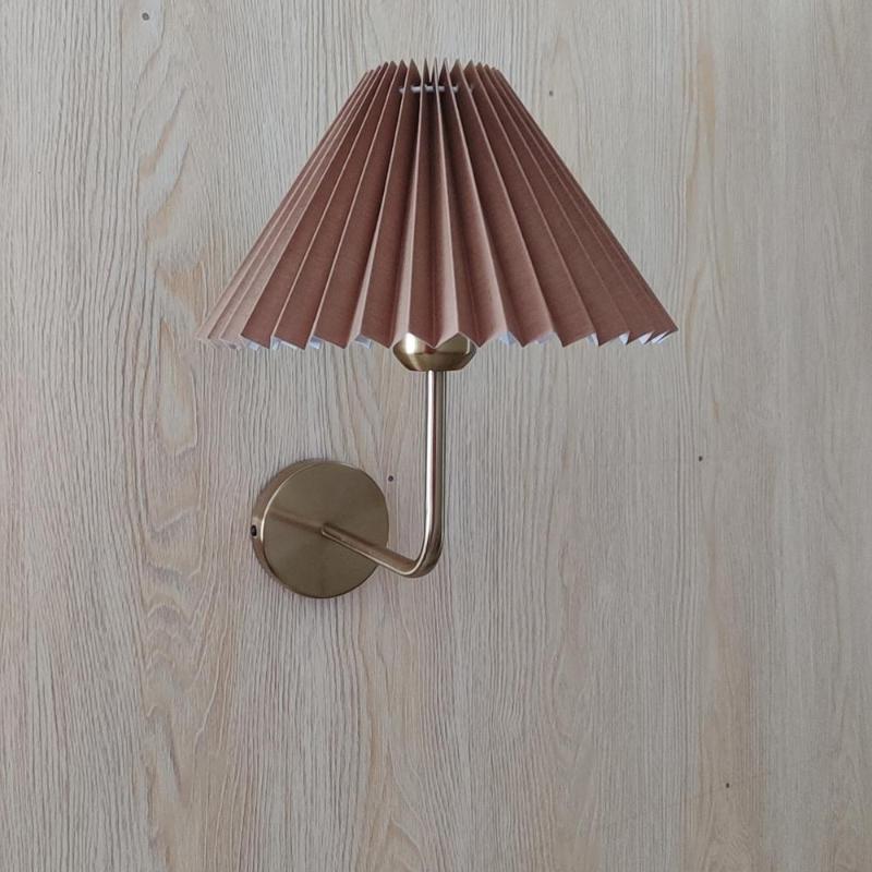 Xianfan Korea Stil Royal Aristocrat Gold Pole Series Base mit klar gefalteter Lampenschirm Schlafzimmer Wohnzimmer Wandleuchte