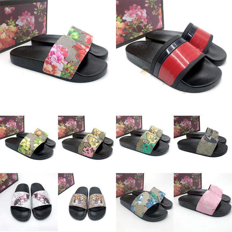 2021 Slides Pantoufles pour femmes Brocart en caoutchouc Tongs pour hommes Sandales plates Rayées Vert Rouge Fleur Pantoufle Plage Mode en plein air Mocassins décontractés