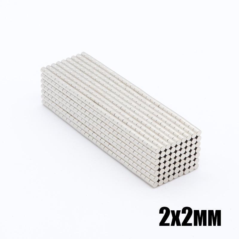 Commercio all'ingrosso - In magazzino 100pcs Forti magneti rotondi NDFEB Dia 2x2mm N35 Rare Earth Earthmium Neodymium Artigianato permanente / magnete fai da te