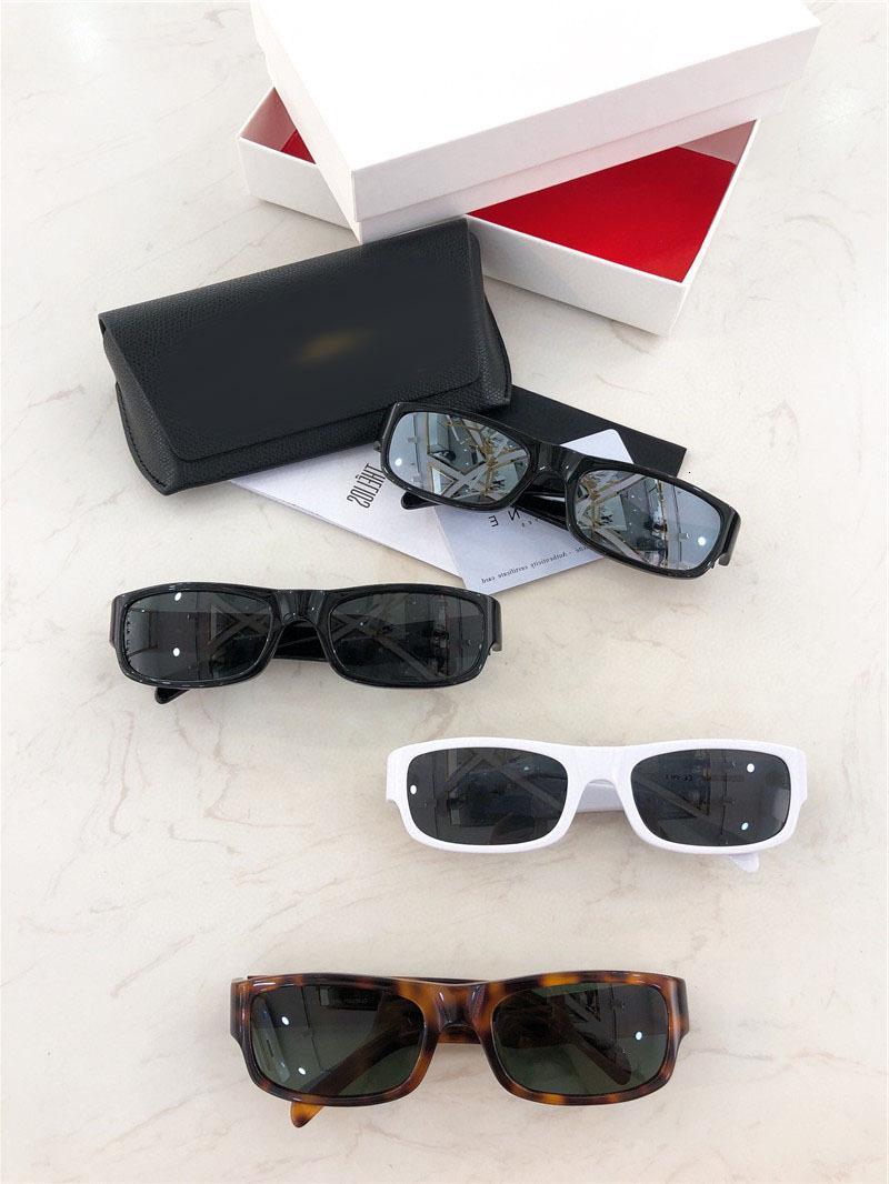 Nuovi piccoli occhiali da sole della scatola in primavera 2021