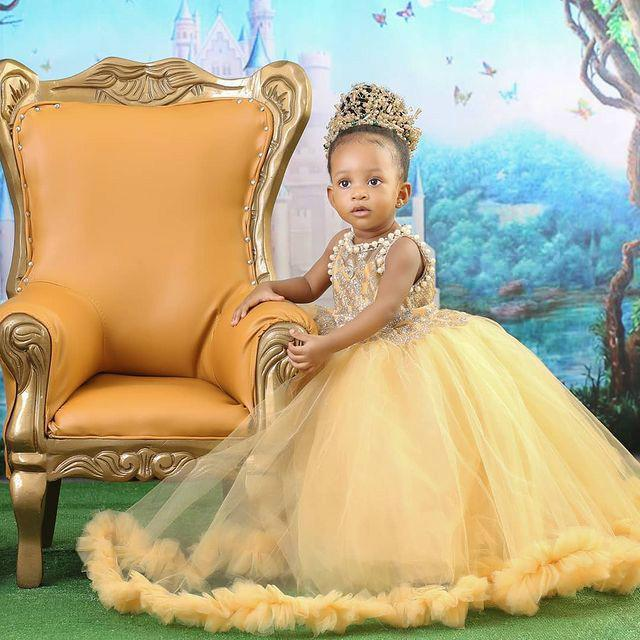 2021 Yellow Cute Tulle Ball Gown Flower Girls Dresses For Weddings Jewel Neck Lace Crystal Beaded Pearls Birthday Children Girl Pageant Gowns Floor Length