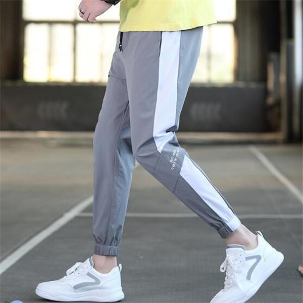Calças casuais homens 2021 primavera e verão novos homens soltos calças esportivas versão coreana tendência de calçados de calçados de estudantes jeans