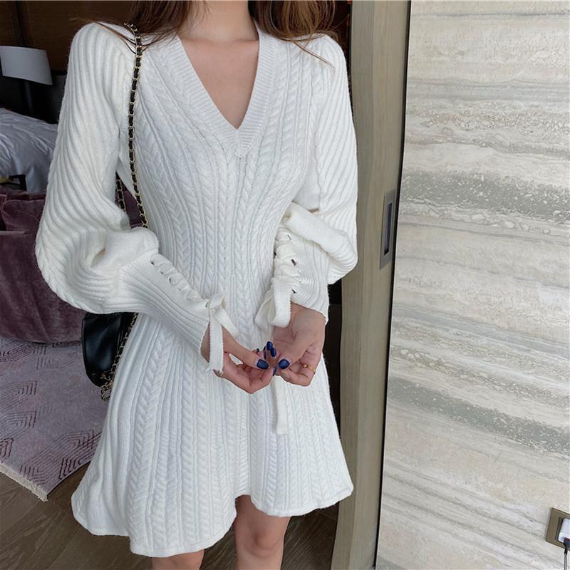 Élégante manche de lanterne à lacets à lacets A-ligne tricotée robe tempérament V cou twist motif pull robe femmes automne robe d'hiver J0301