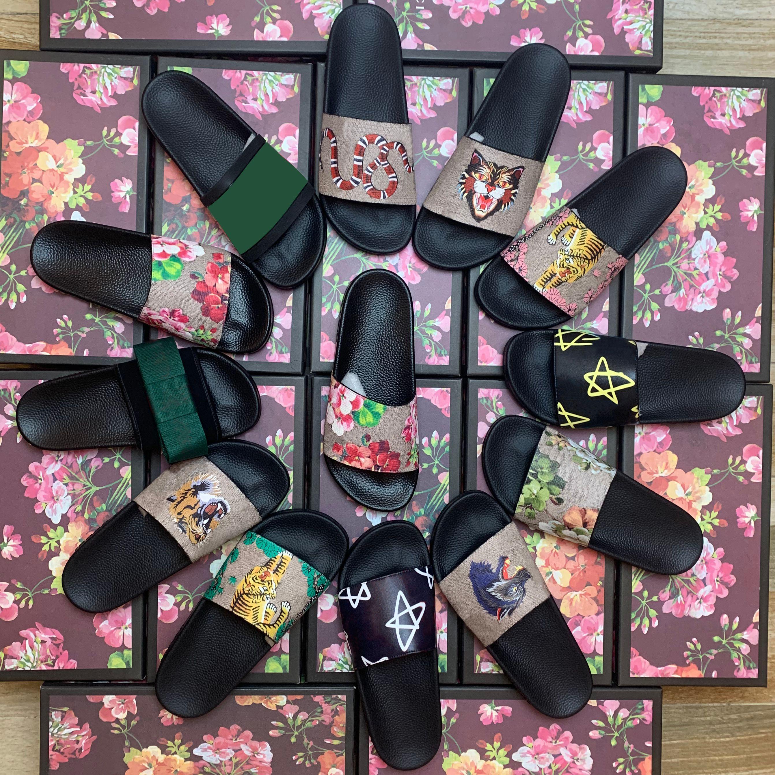 New Hot Un Donne Sandali Sandali Scarpe Pantofole Pearl Serpente Snake Slide 2021 Fashion Summer Wide Sandals Sandals Sandals Slipper con scatola Polvere Borsa 35-45